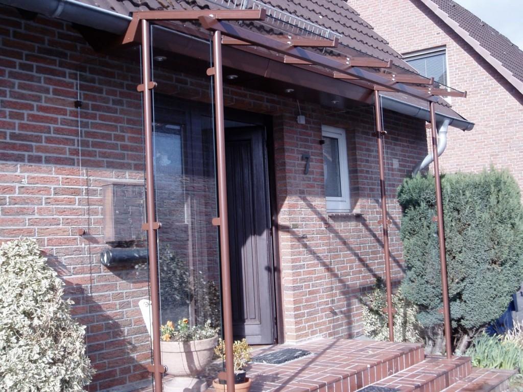 Individuelles Vordach - Integriert am Hausdach