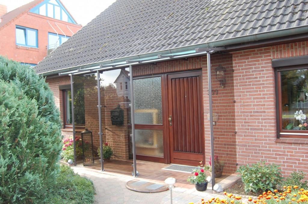 Individuelles Vordach mit Seitenwänden