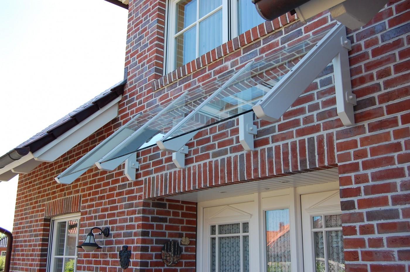 Individuelles Vordach von der Bauschlosserei Fritsche Kiel