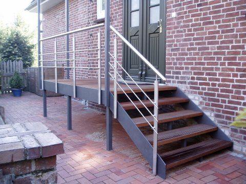 Wangentreppe mit Podest und einer Vordach-Sonderkonstruktion