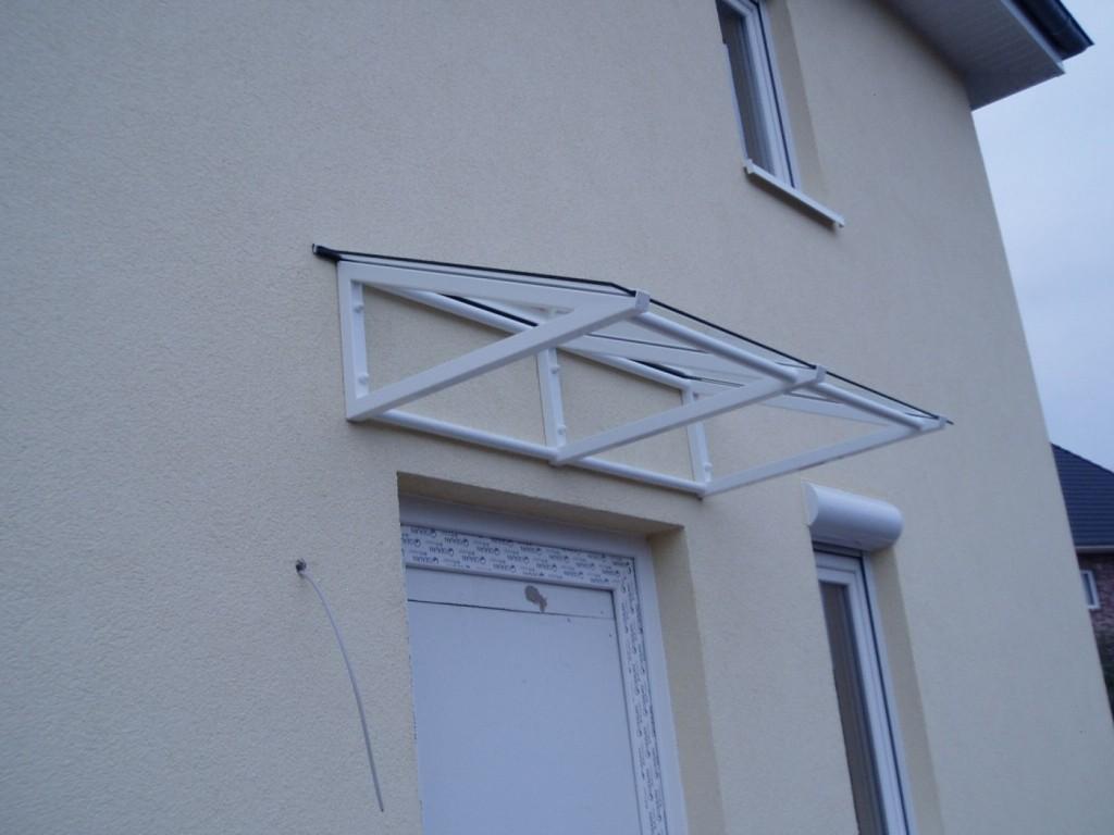Modernes Vordach, Stahl verzinkt, weiß farbbeschichtet