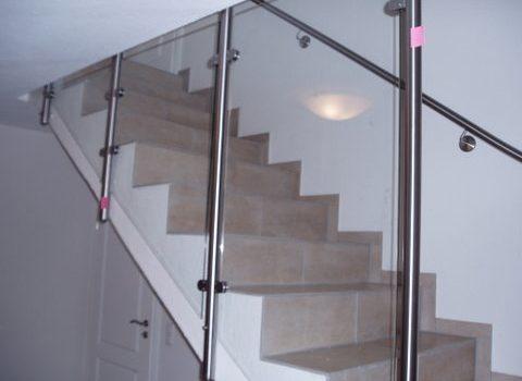 Indivduelle Treppenharfe Aus Edelstahl Mit Glaselementen